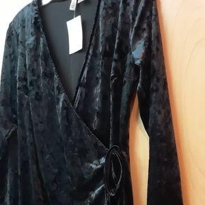 Black Velvet wrap Vneck dress Sz M H&M Boho